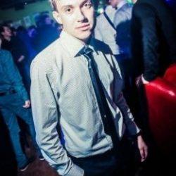 Молодой и неопытный парень ищет девушку в Липецке для интим встреч